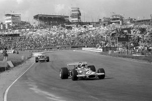 Winner Jack Brabham, Brabham BT33 leads Jackie Stewart, March 701