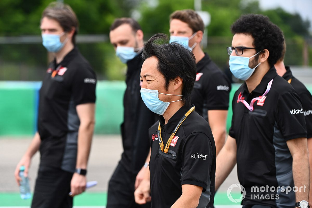 Ayao Komatsu, Chief Race Engineer, Haas F1, walks the track with colleagues