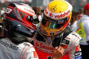 Heikki Kovalainen, McLaren , Lewis Hamilton, McLaren in parc ferme