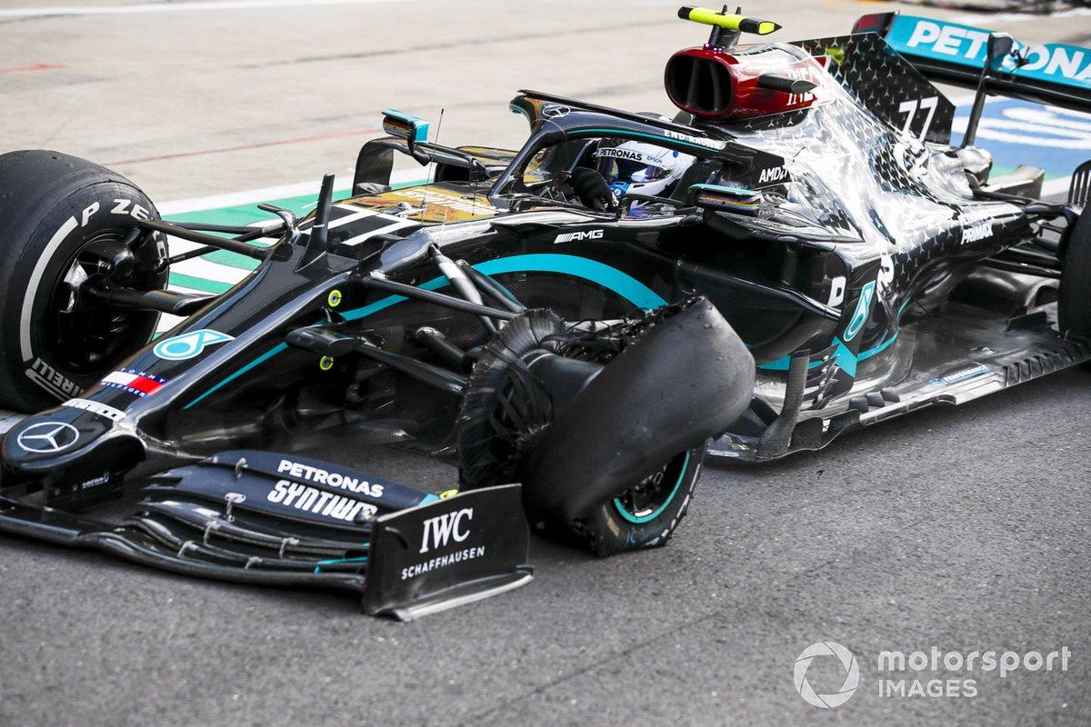 Valtteri Bottas, Mercedes F1 W11 pitstop con un pinchazo