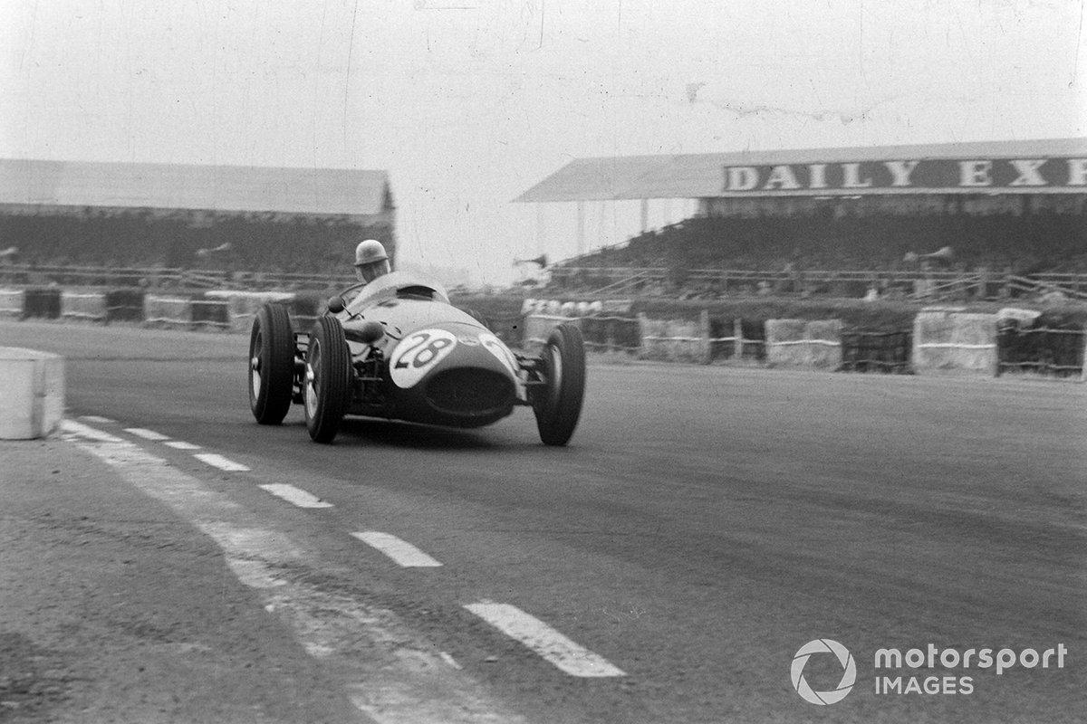 Не повезло и Рою Сальвадори: вскоре после середины гонки на Maserati «Мистера аэродром» забарахлил топливный насос, и британцу пришлось расстаться с надеждами на подиум. «В этот день он ехал как настоящий заводской пилот», – писала гоночная пресса