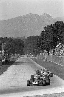 Clay Regazzoni, Ferrari 312B voor Jackie Stewart, March 701 Ford en Denny Hulme, McLaren M14A Ford