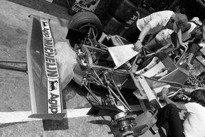 Ferrari 312T4 en pits