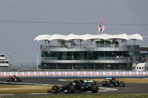 Valtteri Bottas, Mercedes F1 W11, Lewis Hamilton, Mercedes F1 W11 and Max Verstappen, Red Bull Racing RB16