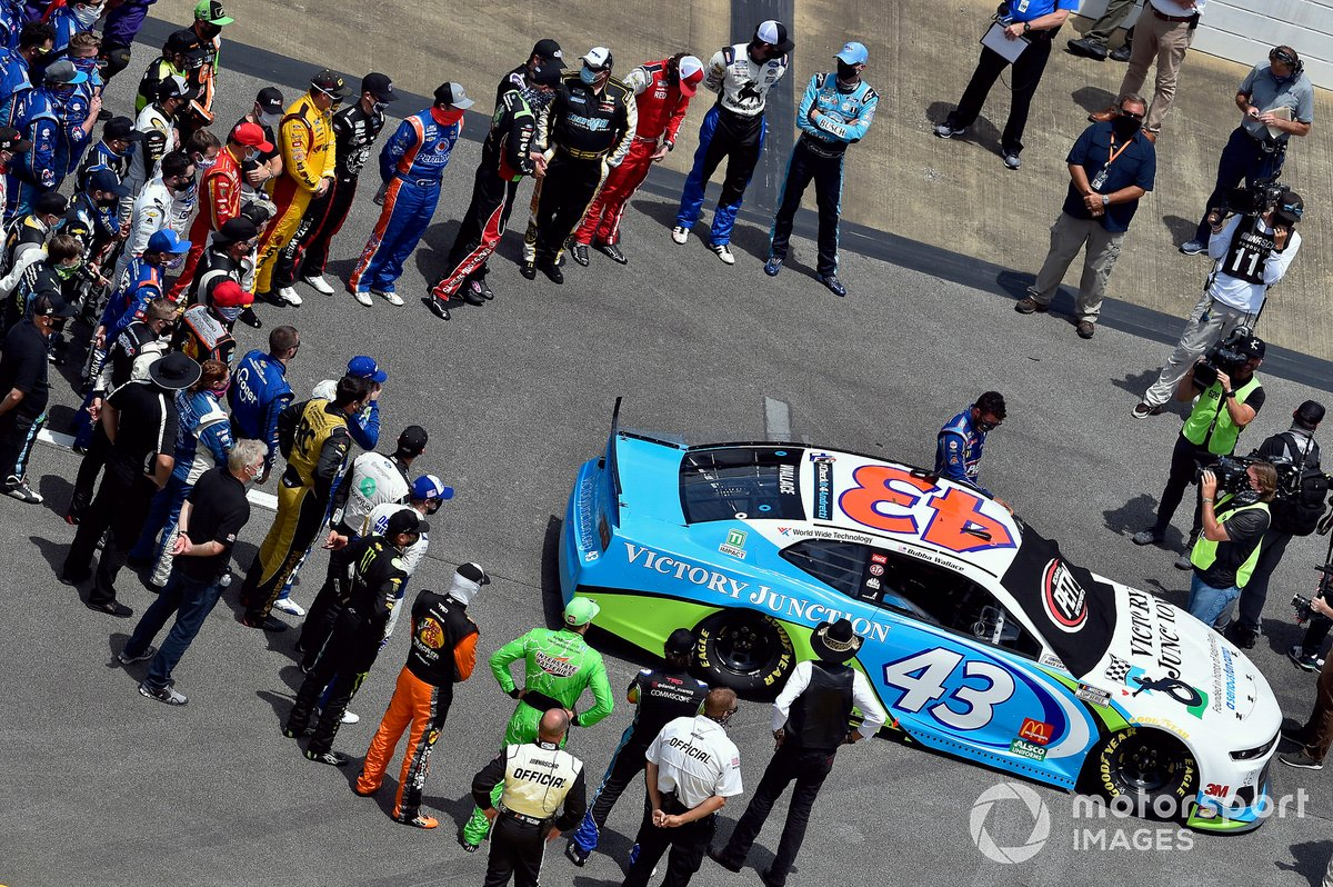 Protesta en apoyo a Darrell Wallace Jr., Richard Petty Motorsports, Chevrolet Camaro Victory Junction