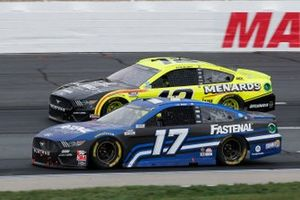 Chris Buescher, Roush Fenway Racing, Fastenal Ford Mustang, Ryan Blaney, Team Penske, Menards/Sylvania Ford Mustang