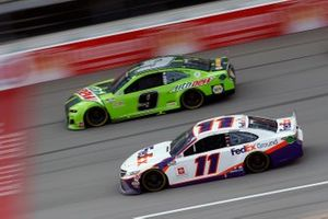 Chase Elliott, Hendrick Motorsports, Chevrolet Camaro Mountain Dew and Denny Hamlin, Joe Gibbs Racing, Toyota Camry FedEx Ground