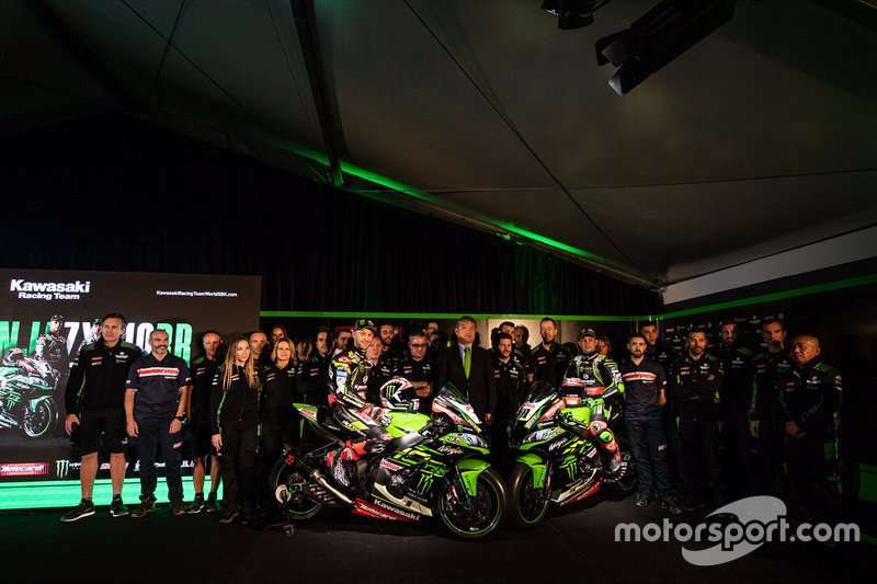 Jonathan Rea, Kawasaki Racing Team, Leon Haslam, Kawasaki Racing Team with the team members
