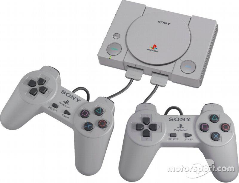 Новейшей игровой приставкой Sony была первая PlayStation
