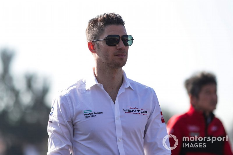 Edoardo Mortara, Venturi Formula E, on a track walk with his team
