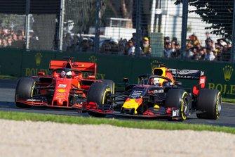 Max Verstappen, Red Bull Racing RB15 en Sebastian Vettel, Ferrari SF90