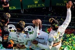 Max Verstappen, Red Bull Racing,, Valtteri Bottas, Mercedes AMG F1 en Lewis Hamilton, Mercedes AMG F1 op het podium