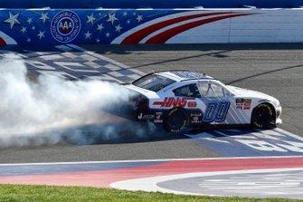 Yarış galibi Cole Custer, Stewart-Haas Racing, Ford Mustang Thompson Pipe/Haas CNC