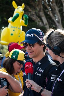Lance Stroll, Racing Point, est interviewé