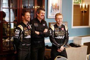 Romain Grosjean, Haas F1 Team, Günther Steiner, Team Principal, Haas F1 et Kevin Magnussen, Haas F1 Team