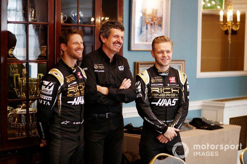Romain Grosjean, Haas F1 Team, Guenther Steiner, Team Principal, Haas F1 e Kevin Magnussen, Haas F1 Team