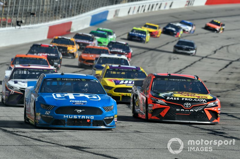 Ryan Blaney, Team Penske, Ford Mustang PPG, Martin Truex Jr., Joe Gibbs Racing, Toyota Camry Bass Pro Shops
