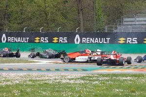 Crash, Lorenzo Colombo, MP Motorsport, Patrik Pasma, Arden