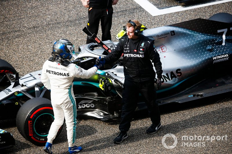 Valtteri Bottas, Mercedes AMG F1, celebrates pole position with a mechanic
