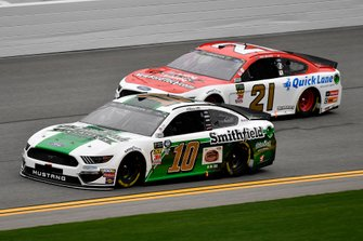 Aric Almirola, Stewart-Haas Racing, Ford Mustang Smithfield Prime Fresh and Paul Menard, Wood Brothers Racing, Ford Mustang Motorcraft / Quick Lane Tire & Auto Center