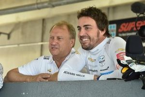Fernando Alonso, McLaren Chevrolet, mit Robert Fernley