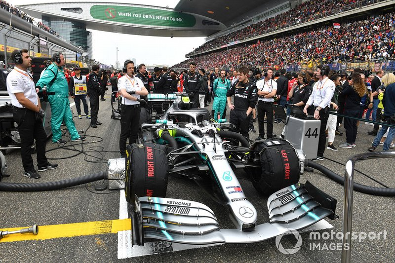 Mercedes mechanics and engineers with the car of Lewis Hamilton, Mercedes AMG F1 W10