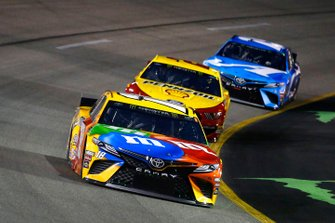 Kyle Busch, Joe Gibbs Racing, Toyota Camry M&M's and Joey Logano, Team Penske, Ford Mustang Shell Pennzoil