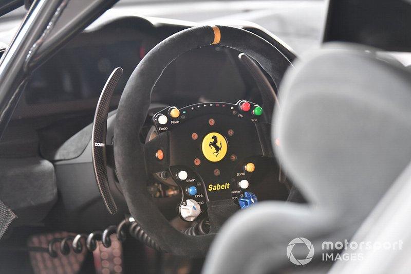 La cabina de un piloto del Ferrari Challenge