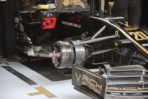 Haas F1 Team VF-19, dettaglio del freno anteriore