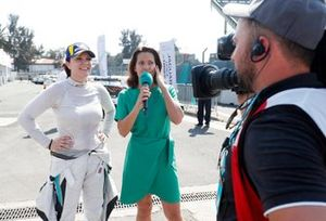 Amanda Stretton interviews race winner Katherine Legge, Rahal Letterman Lanigan Racing