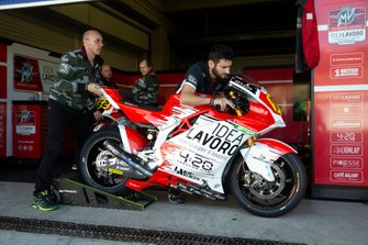 La moto de Dominique Aegerter, Forward Racing