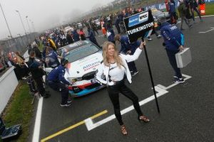 Grid girl of Colin Turkington, WSR BMW