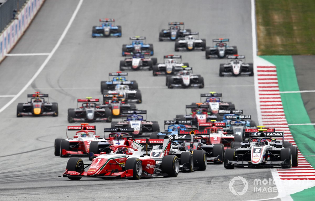 Salida de la carrera 3 de la FIA F3 2021 en Red Bull Ring