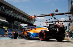 Daniel Ricciardo, McLaren MCL35M, verlaat de pits