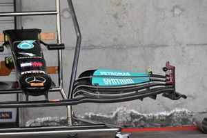 Mercedes W12 cape and front wing detail
