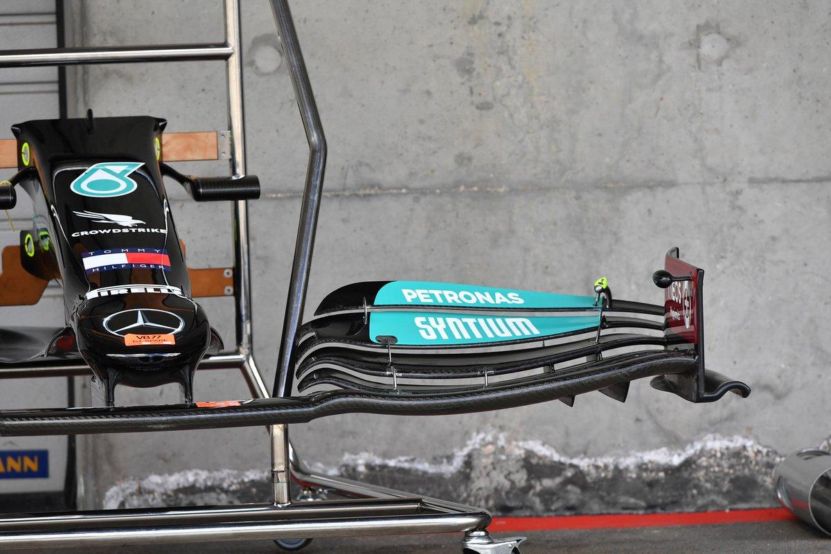 Detalle de la capa y el alerón delantero del Mercedes W12