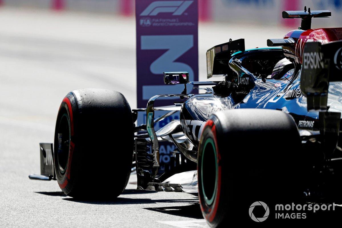 Segundo puesto Lewis Hamilton, Mercedes, en Parc Ferme después de la clasificación