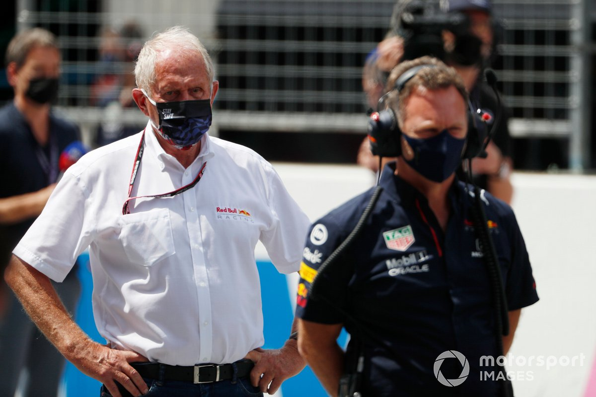 Helmut Marko, asesor de Red Bull Racing, y Christian Horner, director del equipo de Red Bull Racing, en la parrilla