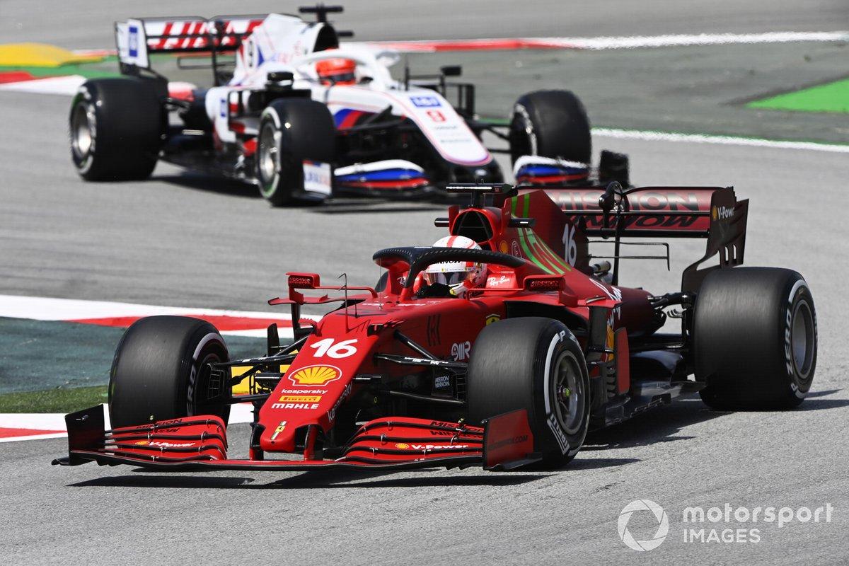 Charles Leclerc, Ferrari SF21, Nikita Mazepin, Haas VF-21