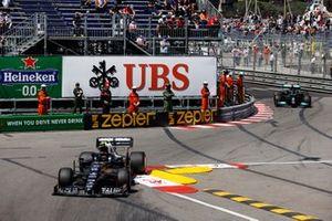 Pierre Gasly, AlphaTauri AT02, Lewis Hamilton, Mercedes W12