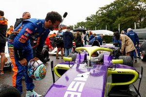 Daniel Ricciardo, McLaren et Caitlin Wood W Series