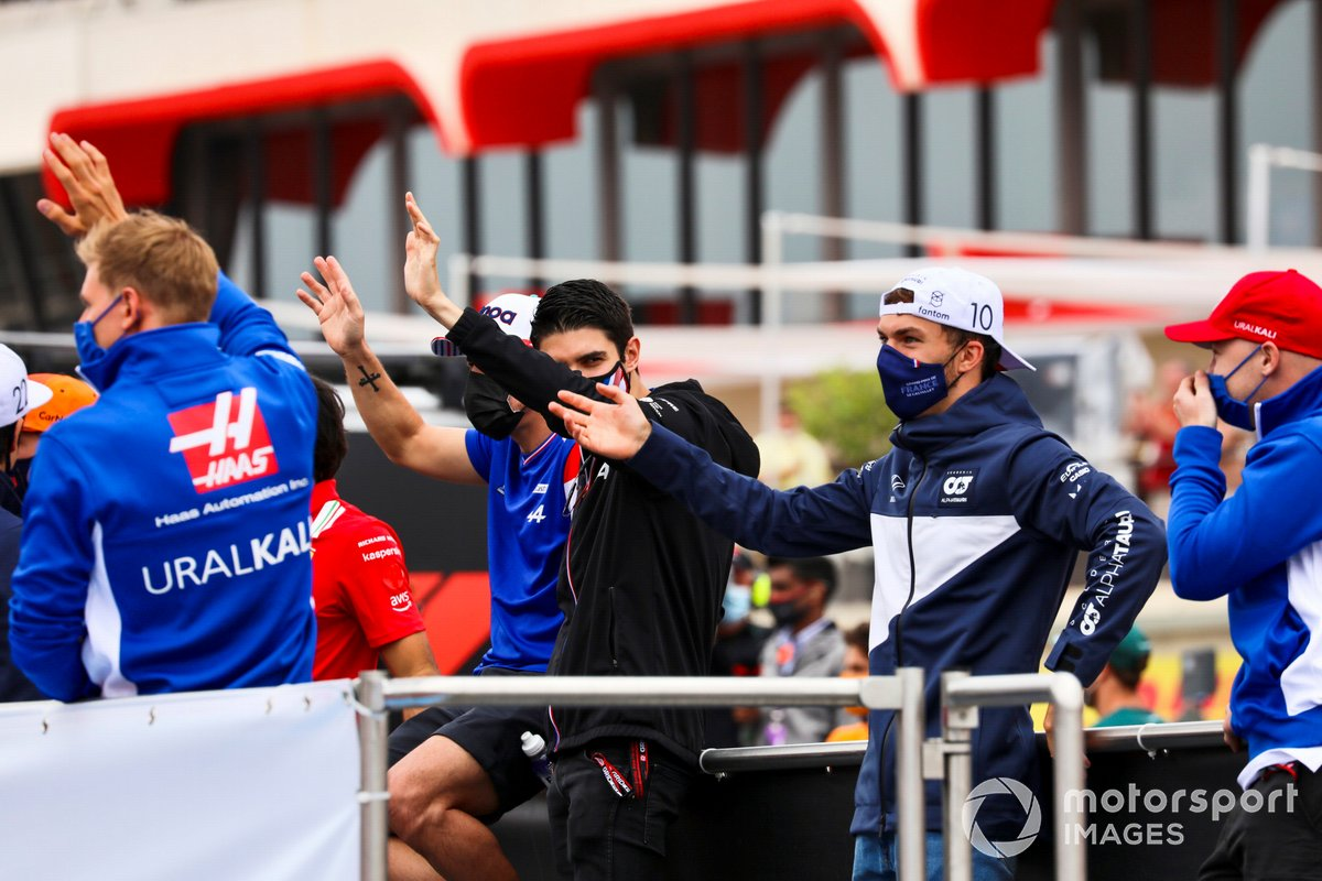 Mick Schumacher, Haas F1, Fernando Alonso, Alpine F1, Esteban Ocon, Alpine F1, Pierre Gasly, AlphaTauri, en el desfile de pilotos
