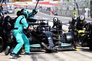 Lewis Hamilton, Mercedes W12, in the pits