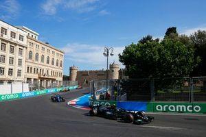 Valtteri Bottas, Mercedes W12, Esteban Ocon, Alpine A521, en Lando Norris, McLaren MCL35M