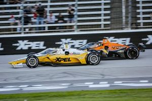Josef Newgarden, Team Penske Chevrolet and Patricio O'Ward, Arrow McLaren SP Chevrolet battle for the lead