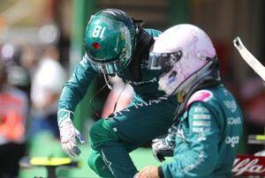 Лэнс Стролл и Себастьян Феттель, Aston Martin F1, в закрытом парке
