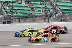 Ryan Blaney, Team Penske, Ford Mustang Menards/Moen, Kyle Busch, Joe Gibbs Racing, Toyota Camry M&M's Mix