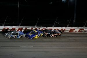 Johnny Sauter, ThorSport Racing, Toyota Tundra Vivitar/RealTree, Timothy Peters, Rackley W.A.R., Chevrolet Silverado Rackley Roofing, Todd Gilliland, Front Row Motorsports, Ford F-150 Black's Tire