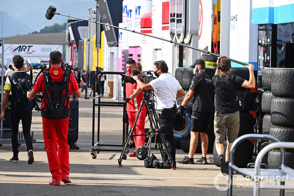 Daniel Ricciardo, Renault F1, en el paddock