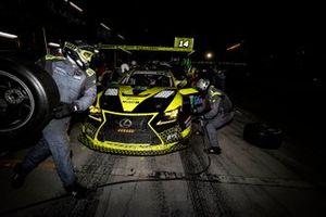 #14 AIM Vasser Sullivan Lexus RC-F GT3, GTD: Jack Hawksworth, Michael De Quesada, Aaron Telitz, pit stop